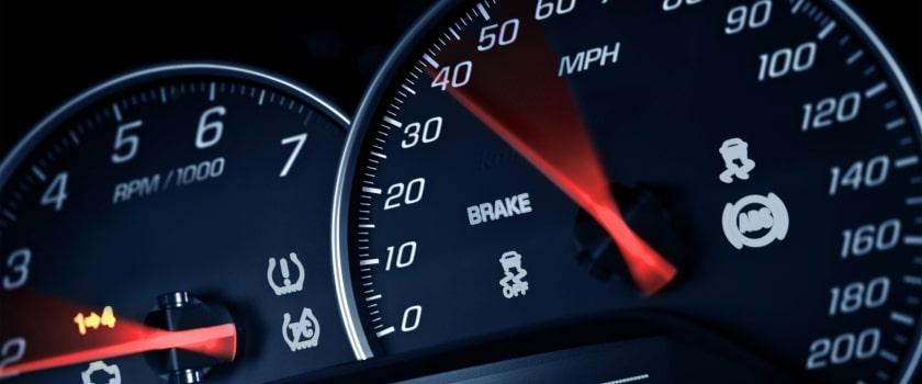 מה ההבדל בין מהירות מופרזת למהירות לא הולמת